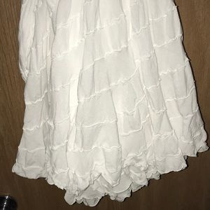 Baik Baik White Skirt M/L Swirly Full Hem/Hi Lo❤️